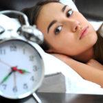 不眠症にならないために控えるべき食品と改善に効果的な食事方法とは?
